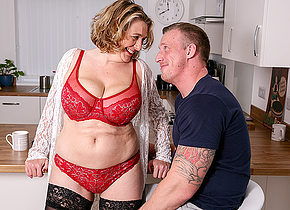 Horny mature Camilla fuckin and sucking her date