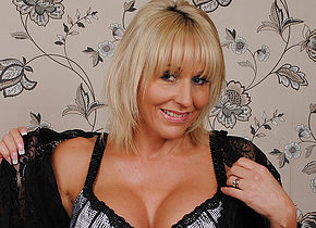Classy British MILF playing with her pussy