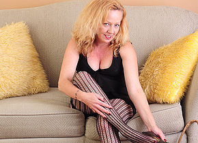 Horny American housewife playing on the couch