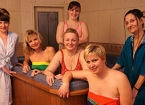 Have a stroll in an all female mature sauna
