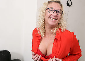 British mature lady getting wet and wild