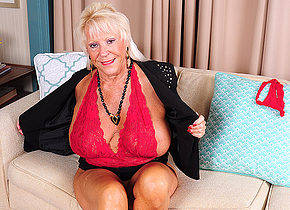Very horny mature American lady showing us her dirty side