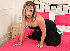 Steamy hot British MILF playing with herself