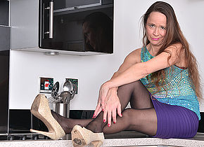 Hairy British housewife playing in the kitchen