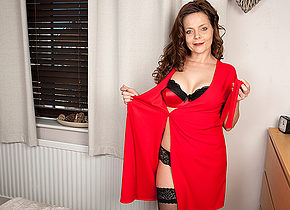Hot British housewife playing with herself